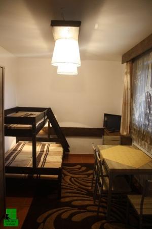 Pokój 2 - Łóżko piętrowe, stół, tv